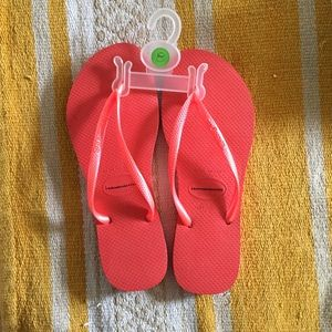 NWT Havianas Slim Fit Pink {Size 8}